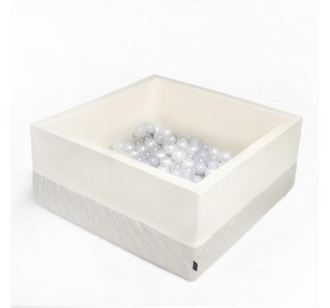 Dry pool with balls - Ecri